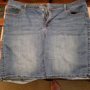 Dress barn shorts 18